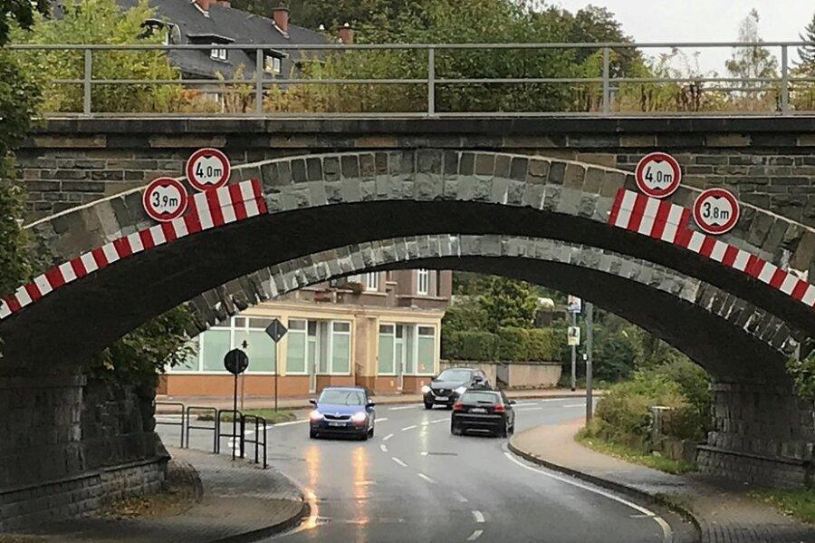 Die Brücke der B 283/Markneukirchner Straße in Adorf.