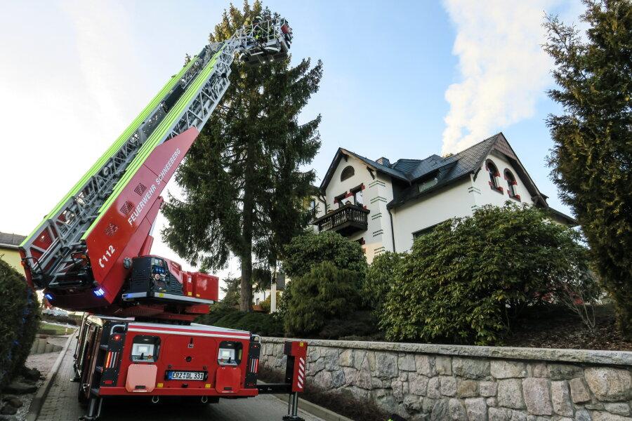 Großeinsatz bei Schornsteinbrand in Schneeberg