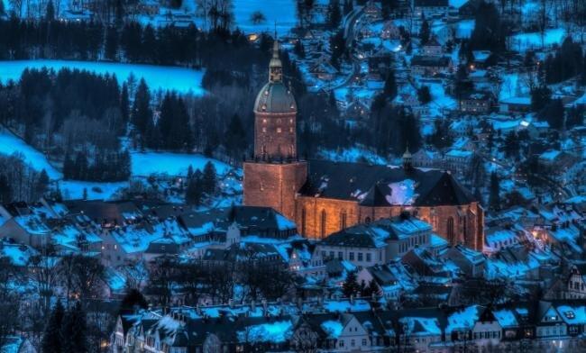 Die Annenkirche hat Thomas Beyer aus Wiesa festgehalten. Damit beweist er, dass man ein gebräuchliches Motiv durchaus in einen Hingucker verwandeln kann. Tageszeit und Beleuchtung erzeugen einen schönen Kontrast.
