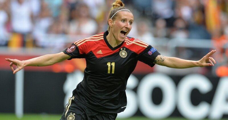 Anja Mittag jubelt über ihren Siegtreffer im EM-Finale 2013 gegen Schweden.