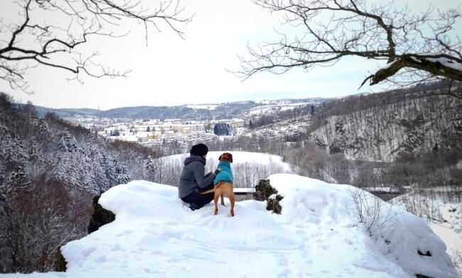 """""""Look to the snowy Zschopau"""" nennt Nadja Hanke aus Krumhermersdorf ihren Beitrag. Die vielen Ebenen sowie die Einrahmung durch die Bäume erzeugen ein ebenso harmonisches wie interessantes Gesamtbild."""