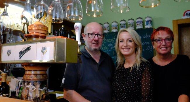 Gute Nachrichten aus Rotschau. Silvia Malek übernimmt die Gaststätte ihrer Eltern Kerstin und Ralf. Die weitgereiste Restaurant-Expertin hat für den Familienbetrieb viele Pläne - zu denen auch ein weiterer Koch passen würde.