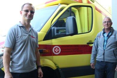 Tony Opitz (links) übernimmt die Leitung der Rettungswache der Johanniter von Reinhard Orzel.