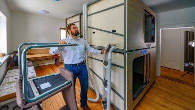 Mirko Sauerbaum, Chef der Wohnungsbaugesellschaft Eibenstock, freut sich, dass die Ferienwohnungen in Oberwildenthal fast fertig sind.