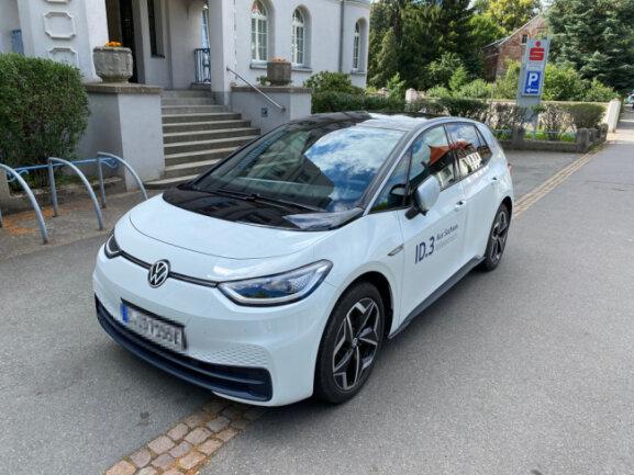 Der ID.3 macht schon erste Testfahrten in der Region: Hier ist das neue Elektrofahrzeug unterwegs an der Annaberger Straße in Chemnitz.