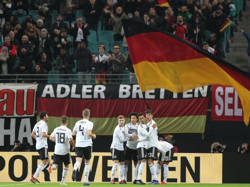 Die deutsche Nationalmannschaft hat das Testspiel gegen Russland in Leipzig mit 3:0 gewonnen.