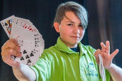 """Felix Baumann lädt zum Zauberworkshop ins """"Teelicht"""" ein."""