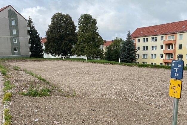 Auf dem Grundstück des abgerissenen Wohnblocks Händelstraße 3, 3a und 3b in Frankenberg entsteht eine Parkplatzanlage.