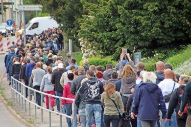 """An dem sogenannten """"Spaziergang"""" in Freiberg hat sich am Pfingstmontag auch der bekannte rechtsextreme Aktivist Sven L. beteiligt."""