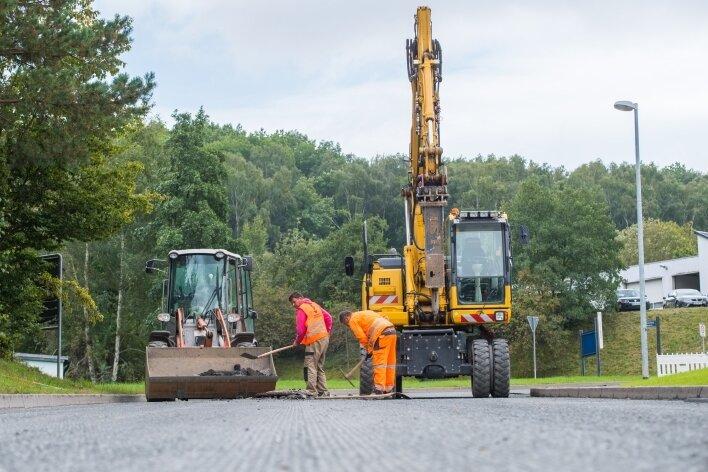 Die Hauptstraße in Bad Schlema ist seit dieser Woche eine Baustelle - und bleibt es noch einige Zeit.