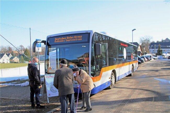 Das mobile Impfzentrum machte am 20. und 21. Februar am Sportlerheim in Großhartmannsdorf Station.
