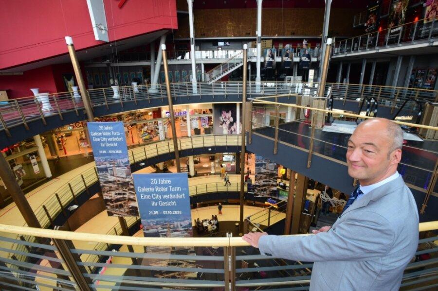 """Jörg Knöfel, Manager der Galerie Roter Turm, sieht die Vorschläge von OB-Kandidaten skeptisch. Mehrere Bewerber hatten gefordert, neue Zugänge zu dem Einkaufszentrum anzulegen, um so die Innenstadt zu beleben. """"Es ist der Charakter eines Einkaufscenters, in sich geschlossen zu sein"""", sagt er."""
