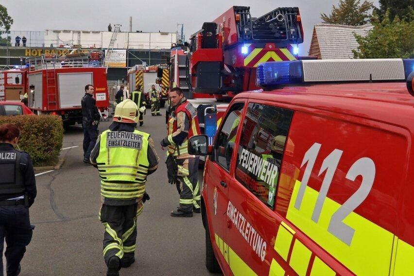 Feuerwehr rückt zum Badeland aus