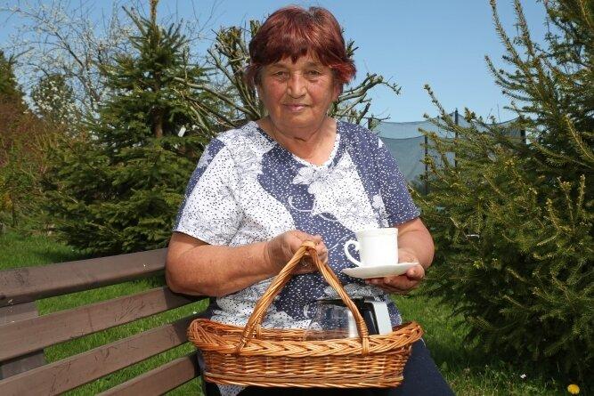 Anita Hahner aus Grünhain muss ihren Kaffee derzeit alleine trinken. Sie hofft darauf, dass sie recht bald wieder Treffen ihres Seniorenklubs organisieren kann.