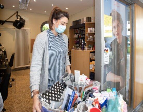 Michelle Baier im Salon im Klinikum. Ärzte, Schwestern, Patienten und auch viele von außerhalb waren und sind Kunden des Salons.