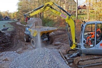 Bauarbeiten unterhalb der Pöhlauer Straße: Bis voraussichtlich 5. Dezember soll dort ein provisorischer Fußweg entstehen.