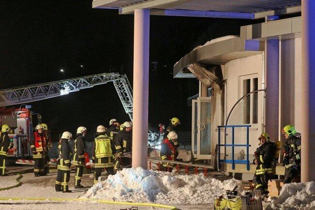 """In einer Werkhalle im St. Egidiener Gewerbegebiet """"Am Auersberg"""" war am Freitagabend ein Feuer ausgebrochen."""