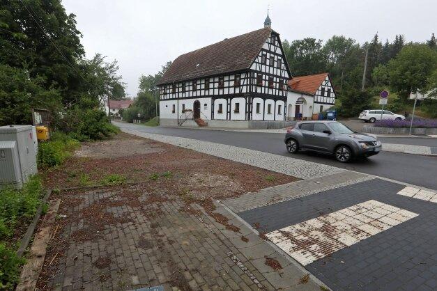 Bis ins Frühjahr ziehen sich die Arbeiten zur Erneuerung des Dorfplatzes in Schönberg hin.