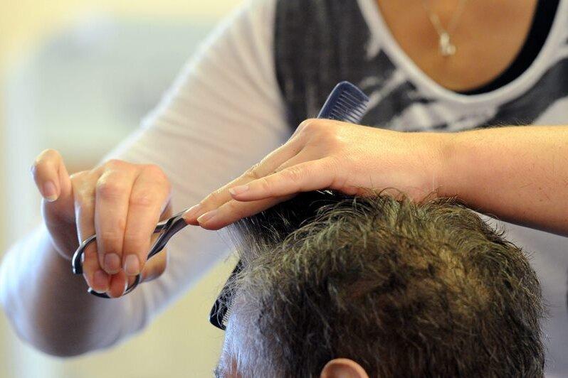 Testpflicht wirft in den Friseur-Salons noch Fragen auf