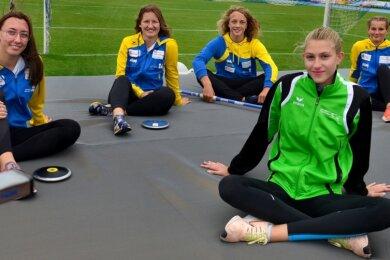 Fit für die nationalen Titelkämpfe: Die Leichtathleten Jessica Vasold, Jara Graf, Niels Keutel, Elizabeth Sagi und Ulrike Schmidt (v. l.) haben sich in den vergangenen Tagen intensiv an und mit ihren Geräten auf die nationalen Titelkämpfe vorbereitet.