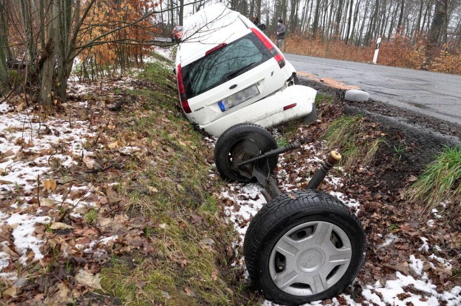 Das Auto verlor seine komplette Hinterachse.