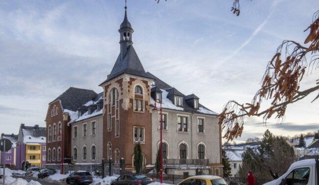 Das ehemalige Amtsgericht wird zur neuen Grundschule umgebaut. DasGebäude wurde bereits von der Stadt gekauft.
