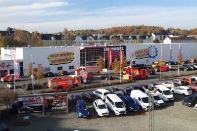 Feuerwehr und Rettungsdienst sausten zu Möbel Boss in Plauen.