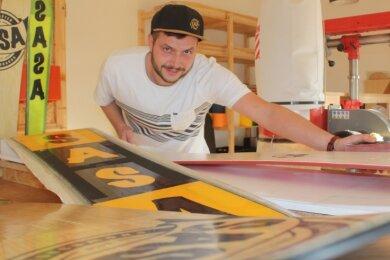 Kevin Schlawer hat im Südbahnhof ein Spezialgeschäft mit Werkstatt für Boards eröffnet. Dort sollen auch Veranstaltungen stattfinden.