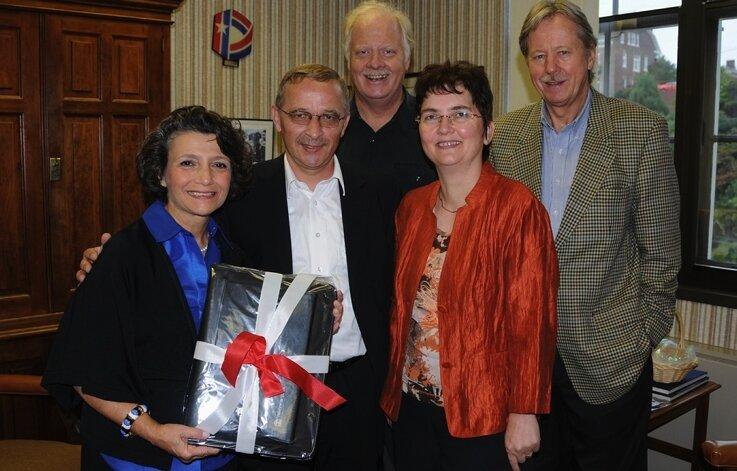 """<p class=""""artikelinhalt"""">Thomas und Anett Schreiter aus Glauchau (zweiter von links und zweite von rechts) besuchten die Bürgermeisterin von Lynchburg, Joan F. Forster (links), ihren Stellvertreter Bert Dodson und Manfred Mibus (rechts), über den die ersten Kontakte liefen.</p>"""