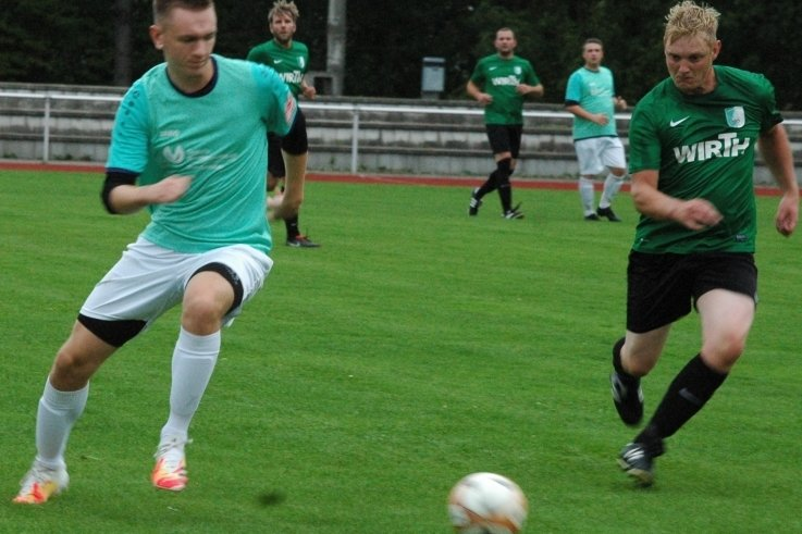 Auf Kurs? Benjamin Schwenke (l.) gewann mit seinem Siebenlehner SV gegen Deutschenbora 5:0, in Marbach verlor das Team aber klar.