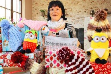 """Bianca Lenk organisiert auch in diesem Jahr in Werdau die Aktion """"Weihnachten im Schuhkarton""""."""