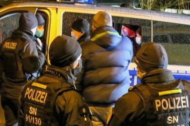 Schneeberg: Von einem Teil der Versammelten wurden die Personalien aufgenommen.