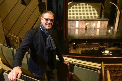 Christoph Dittrich, Generalintendant der Theater Chemnitz, hofft auf eine baldige Wiederaufnahme des Spielbetriebes. Dafür suchen seine Häuser nun kreative Lösungen, etwa eine Verkürzung der Inszenierungen, um künftig mehr Stücke zeigen zu können.