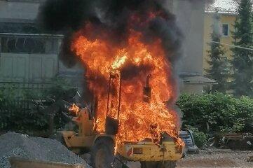 Der Radlader brannte völlig aus.