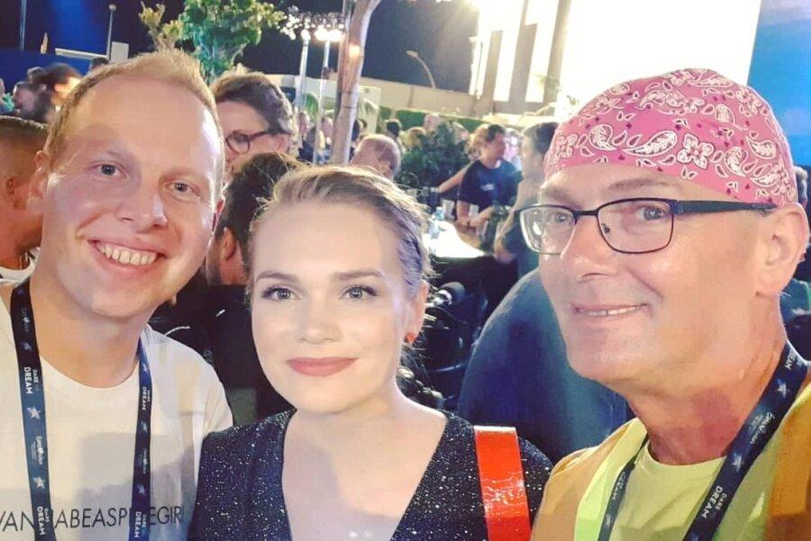 """Pierre Franz und Oli Müller haben die dänische Teilnehmerin Leonora bei der """"Nordic Party"""" im Euroclub in Tel Aviv getroffen."""