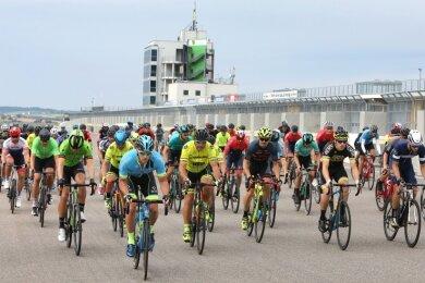 Auch die Amateure durften am Sonntag auf dem Sachsenring in die Pedale treten. 62 Fahrer hielten bis zur Zielankunft durch.