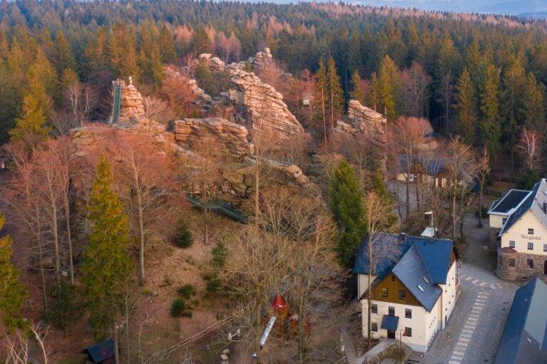 Die Naturbühne und die Greifensteine bildeten einen Teil der Kulisse des vierten Erzgebirgskrimis im ZDF. Gleich zwei Morde mussten dieses Mal aufgeklärt werden.