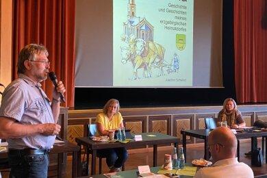 Joachim Schwind (links) hat auf der jüngsten Ratssitzung über seine Projekte gesprochen.