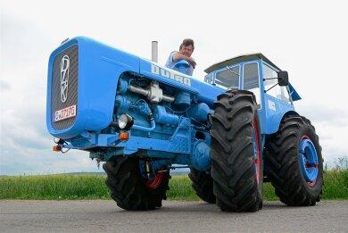 """""""Für die damalige Zeit war das ein richtiges Zugpferd"""", sagt Volkmar Bochmann über den Dutra D4K-B. Der Kfz-Fachmann ist mit Traktoren groß geworden."""