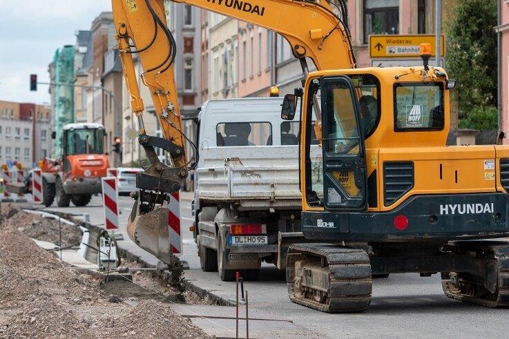 Vor dem Medienzentrum an der Bahnhofstraße wird bereits seit drei Wochen gebaut. Ab Montag wird die Straße dafür vollständig gesperrt.