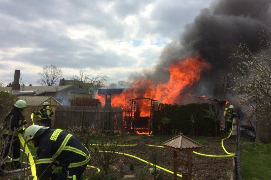 Gartenlauben in Rochlitz in Flammen