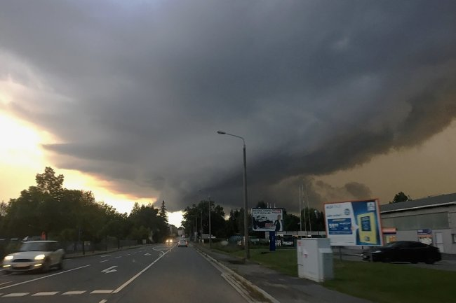 Die Entstehung des Tornados 20.13 Uhr kurz vor Reichenbach. 15 Minuten später musste die Reichenbacher Feuerwehr ausrücken.