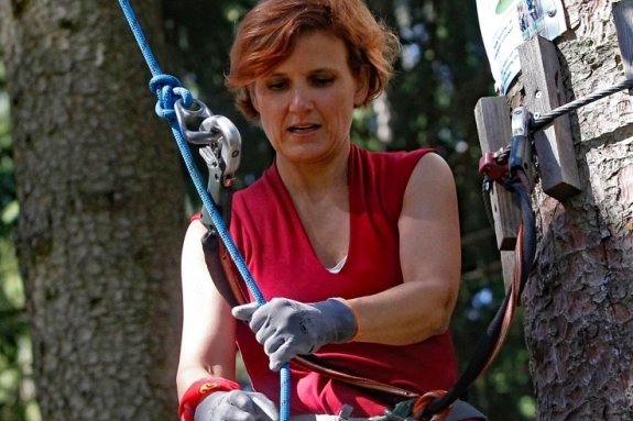 Katja Kipping im Waldpark Grünheide.