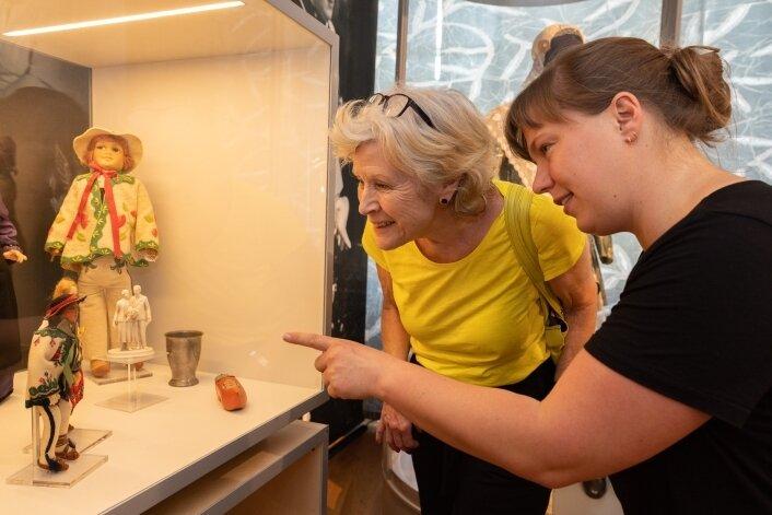 Beim offiziellen Pressetermin vor der Eröffnung wurde in der Manufaktur viel Niederländisch gesprochen. An der Schau sind unter anderem Elke Tetterode Ravestein (l.) und Marije Hectors beteiligt.