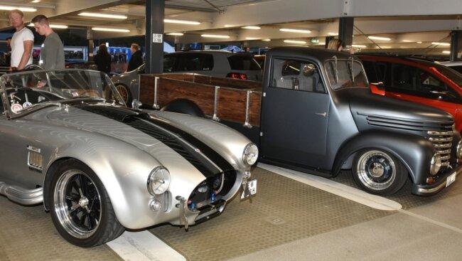 Tuning-Treffen: Hunderte Autos standen im Parkhaus.