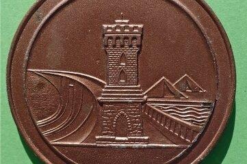 Der Turm war in den 1970er-Jahren auch ein Symbol auf den Sieger-Medaillen der jährlichen Talsperren-Meisterschaften.