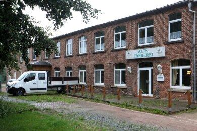 Neben dem Modellbahnclub, dem Integrationsbetrieb und einem Handwerksbetrieb gibt es auch Wohnraum in der Färberei.