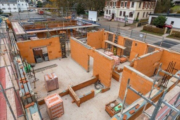 Das neue Gerätehaus der Freiwilligen Feuerwehr Oberneuschönberg nimmt Konturen an.