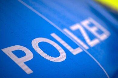 Der Schriftzug «Polizei» steht auf einemStreifenwagen.