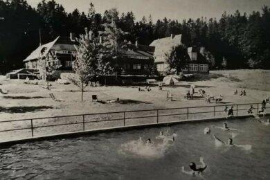 Betrieb herrschte immer im TuR-Ferienheim im Wald bei Olbernhau. Der neue, große Feuerlöschteich wurde von den Gästen gerne zum Baden genutzt.